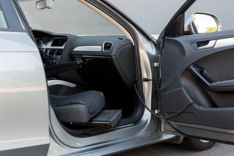 Draaistoel In Auto.Draai En Hefzetels Abeco Mobility Auto Aanpassingen